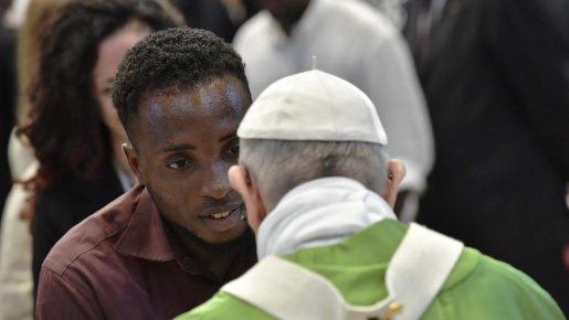 Papa celebra missa com grupos que acolhem os migrantes