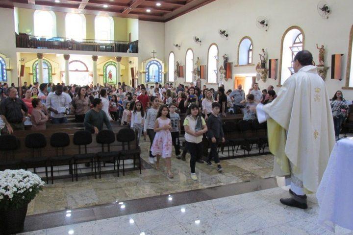 Missa Com as Crianças da Catequese Rito do Escapulário 18/08/2019