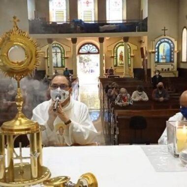 Quinta Feira de Adoração –  Missa e Exposição do Santíssimo Sacramento